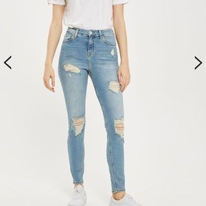✨LIGHT WASH HIGH WAISTED DISTRESSED SKINNY JEANS✨